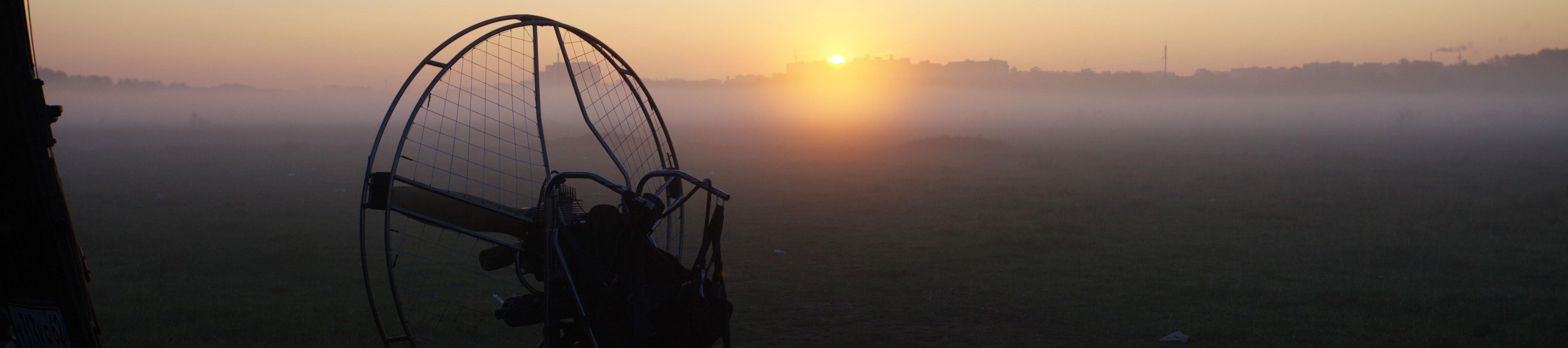 фото слайдера «паралёт в тумане»