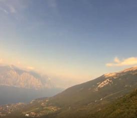 Полет с горы Монте Бальдо, Италия