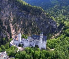 Полет над замком Нойшванштайн, Германия