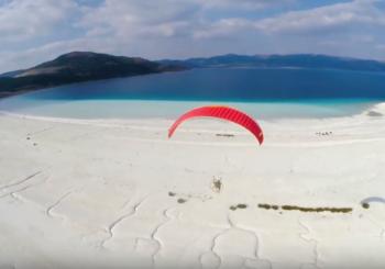 Полет над кратерным озером Салда, Турция